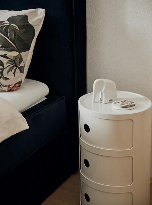 Maennerwohnung einrichten Schlafzimmer Nachtkaestchen