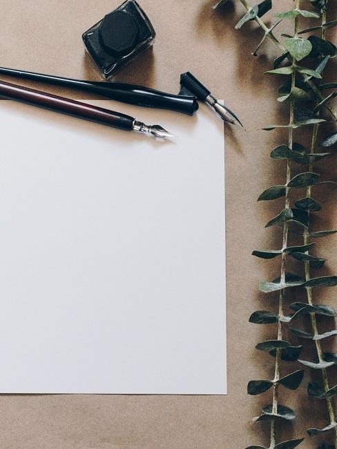 Füller neben einem Blatt Papier