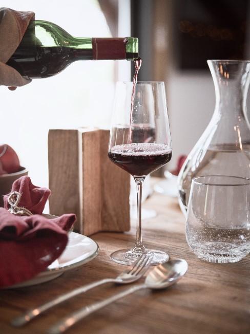 Hobbys finden Wein dekantieren