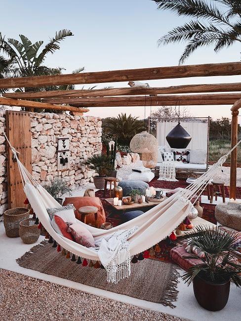 Terrasse mit Hängematte und Sitzecke