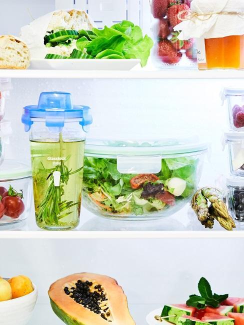 Lebensmittelverschwendung vermeiden Kühlschrank innen Frischhalteboxen