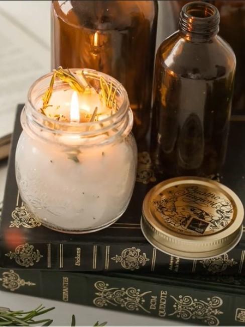 Duftkerze selber machen mit Rosmarinöl