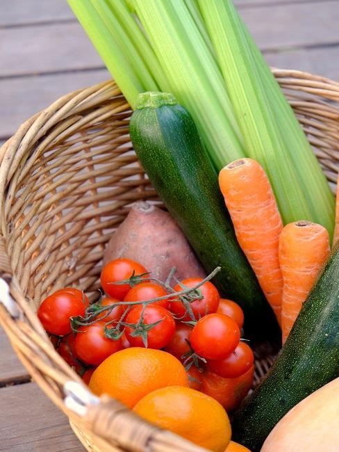 Nachhaltig einkaufen Gemüse in Korb