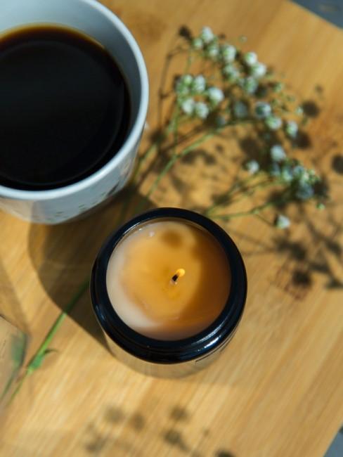 Selbstgemachte Kerze mit Duft im Glas