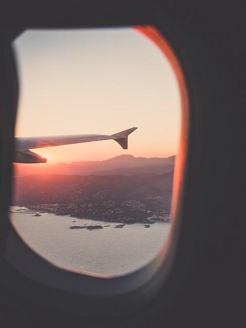 Nachhaltig reisen Flugzeug Fenster