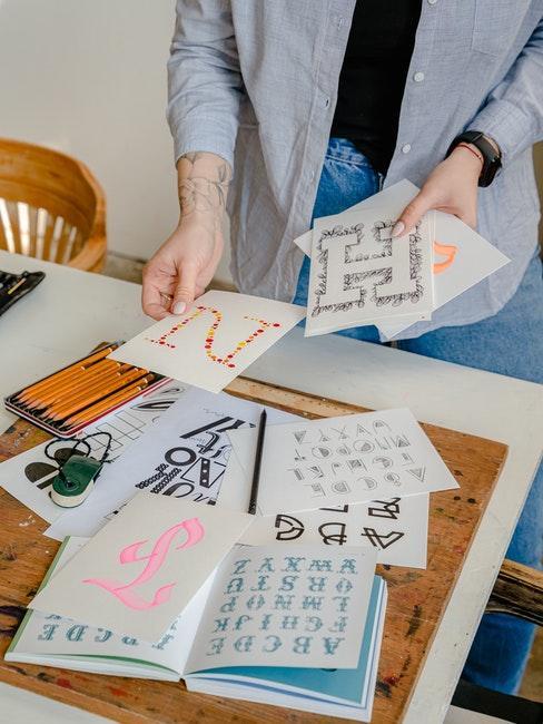 Verschiedene Lettering Alphabete und Farben