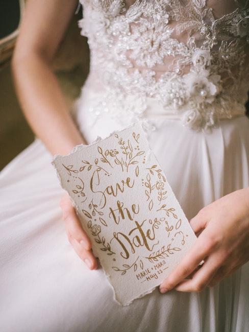 Hochzeit Einladungskarte mit goldener Schrift