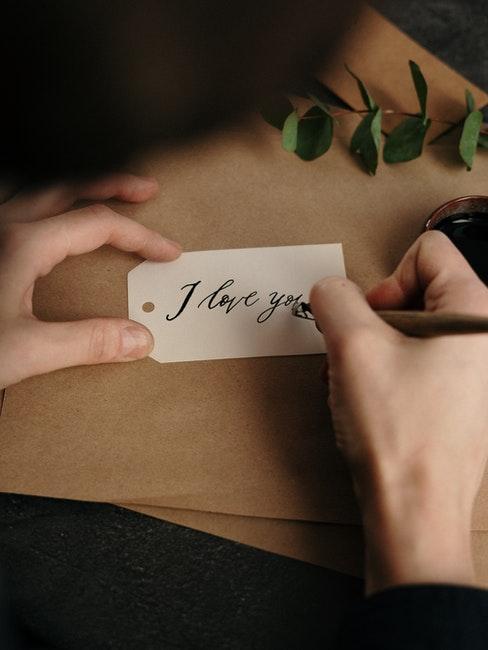 I love you mit der Feder schreiben
