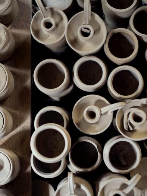 Keramik fürs Brennen in der Töpferwerkstatt