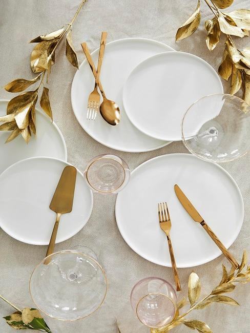 Goldene Deko für den Hochzeitstisch