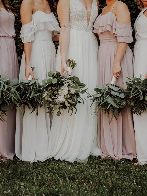 Brautjungfern mit Strauß