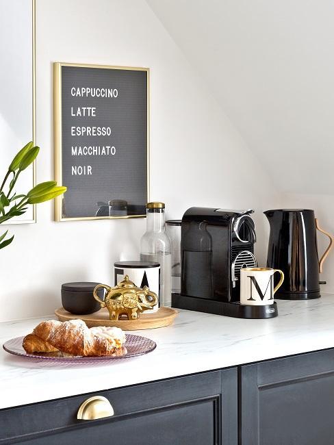 Kaffeeecke in Küche mit Deko