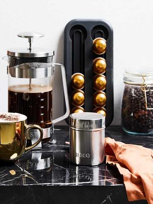 Kaffeeecke mit Kaffeeutensilien