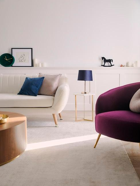 Wohnzimmer eingerichtet mit Farbakzenten