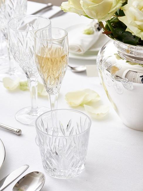 Vintage Kristallgläser in der Tischdeko
