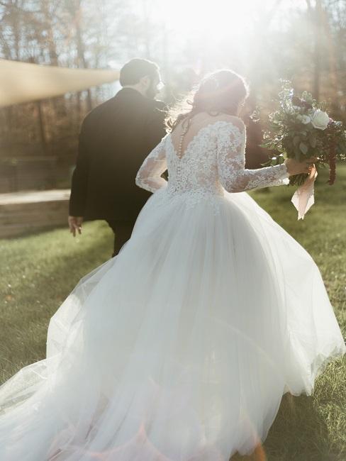 Hochzeitspaar im Vintage Outfit