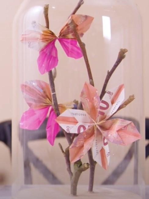 Geldscheine falten zu Blumen und Schmetterlingen