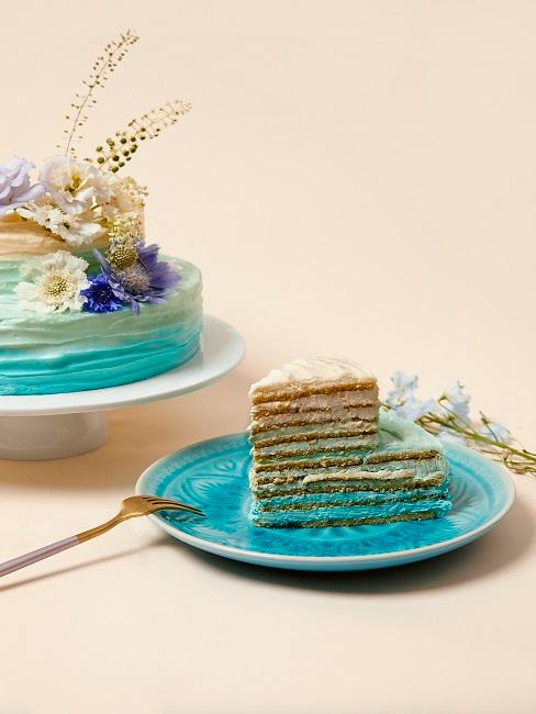 Kuchen mit Türkis als Füllung