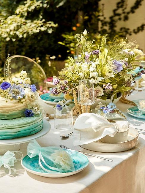 Tischdeko mit grünen Bouquets