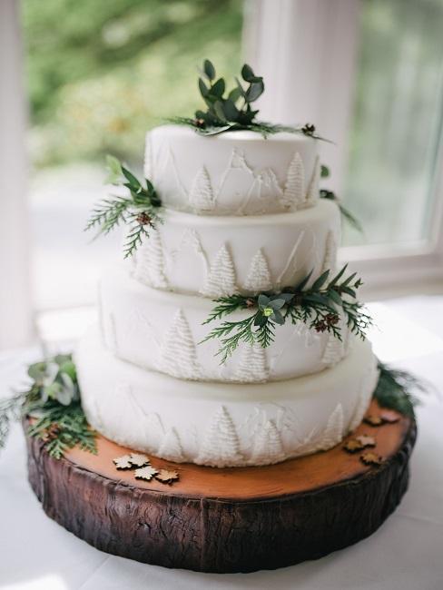 Torte mit grüner Deko