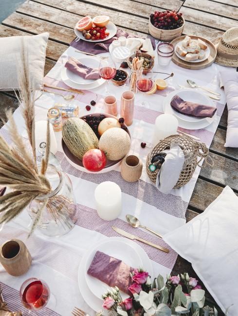 Ein Picknick im Freien als Erlebnisgeschenk zur Hochzeit