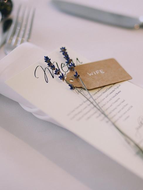 Tischkarte mit Lavendel