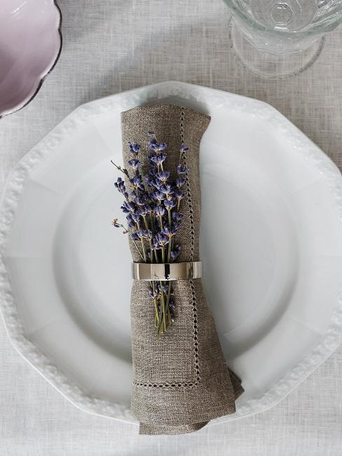 Serviette mit Lavendel