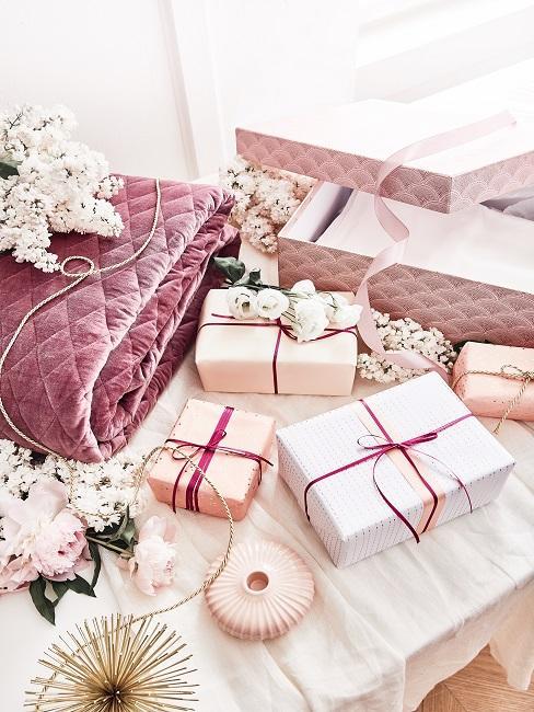 Verschiedene Hochzeitsgeschenke für die Schwester