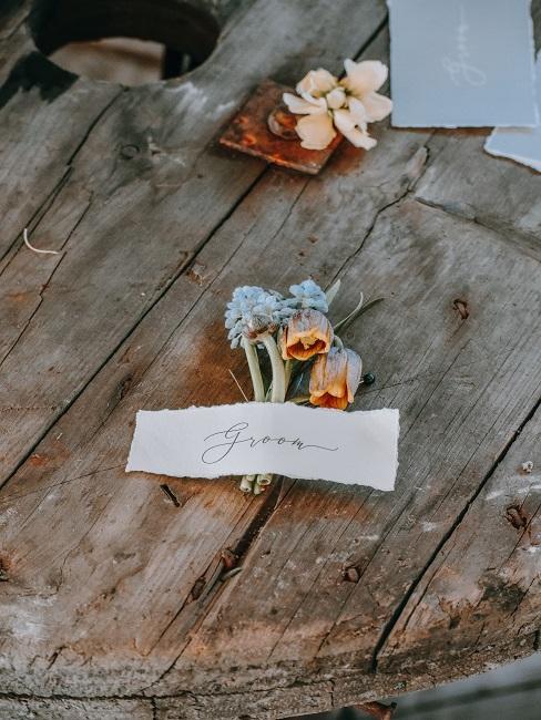 Blumen als Tischkarte