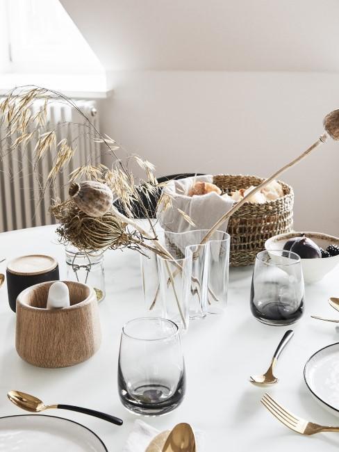 Gedeckter Tisch mit Boho Tischdeko