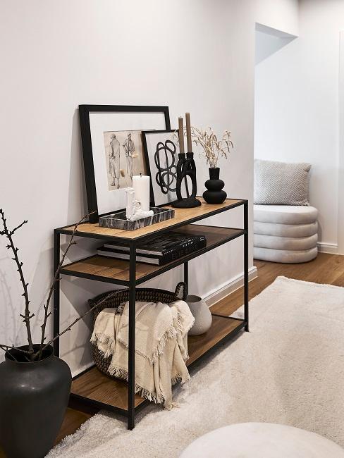 Flur mit Sideboard, Deko und Teppich eingerichtet