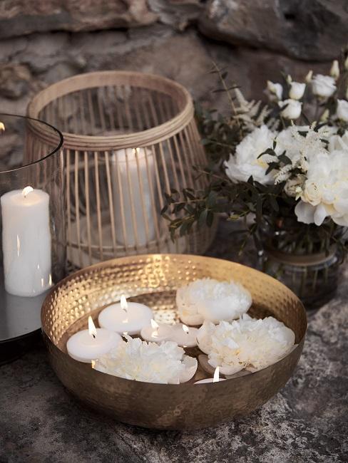 Hochzeitsmotto Boho Deko Wasserschale Kerzen Blueten