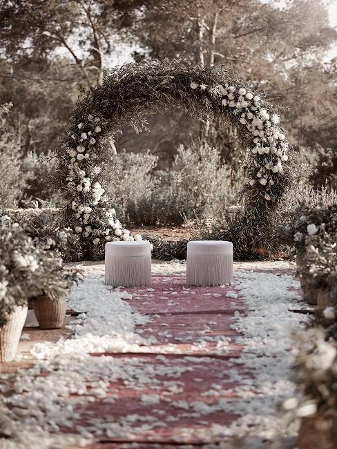 Hochzeitsmotto Boho Delia Altar Orient Teppich Poufs