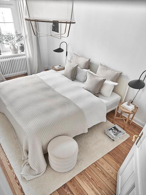 Schlafzimmer von oben in Beigetönen
