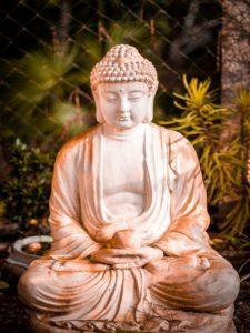 Terrassengestaltung asiatisch Buddha Deko Terrasse