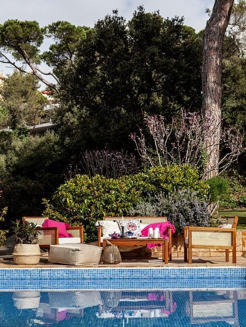 Moderne Terrasse Boho Sitzecke Pool bunt Muster