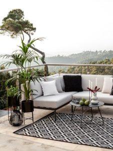 Terrassengestaltung modern Dachterrasse Lounge Schwarz Weiß