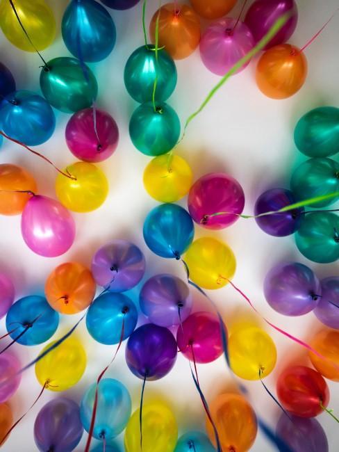 bunte Luftballons zum Kindergeburtstag in Coronazeiten