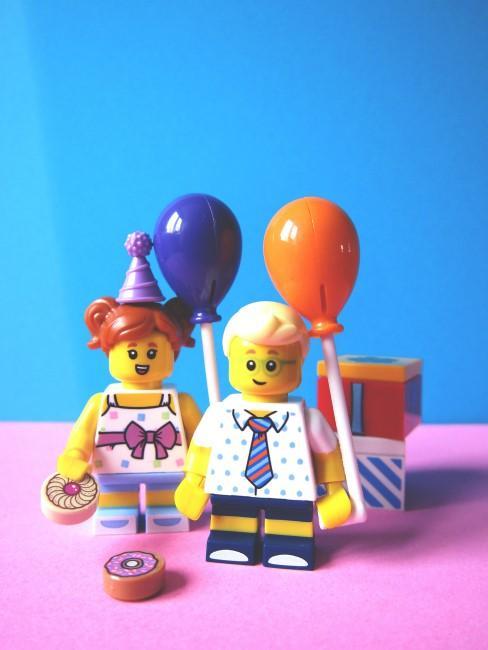 Lego-Figuren als Deko zum Kindergeburtstag
