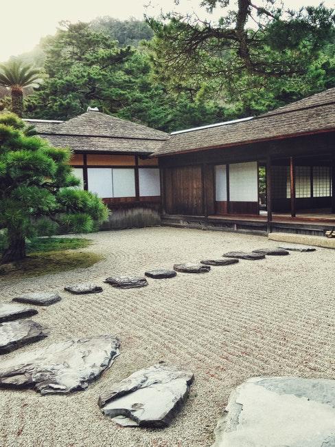 Steine in einem japanischen Vorgarten