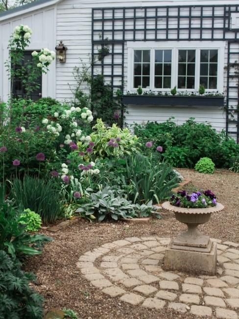 Blumenreiche Vorgartengestaltung