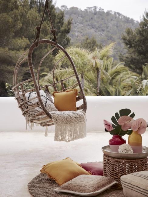 Hängesessel als trendige Sitzecken für den Garten