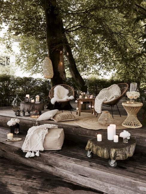 Holz Podest als Garten Sitzecke