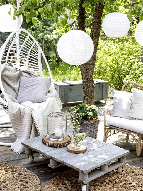Gemütliche Sitzecke im Garten schön gestalten