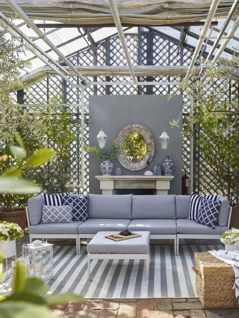 Großes Loungesofa für die Terrasse in Grau
