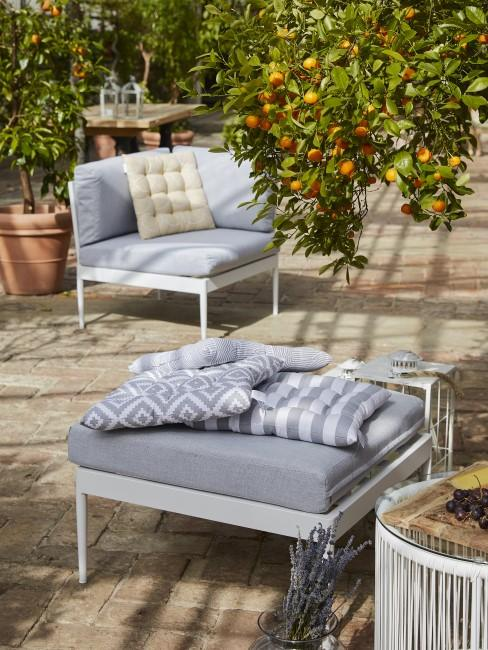 Outdoor Sessel und Hocker in Grau