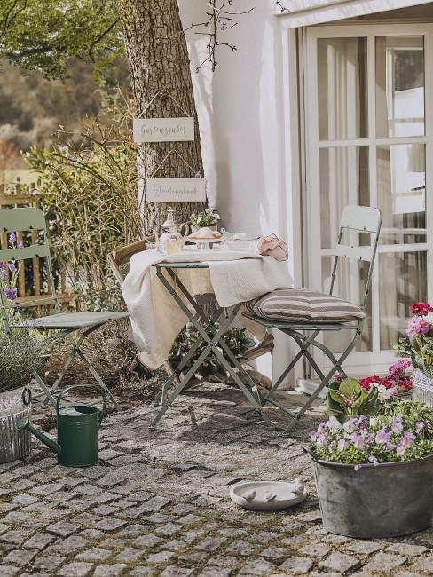 Pastelltöne als Gartenmöbel Trends 2021