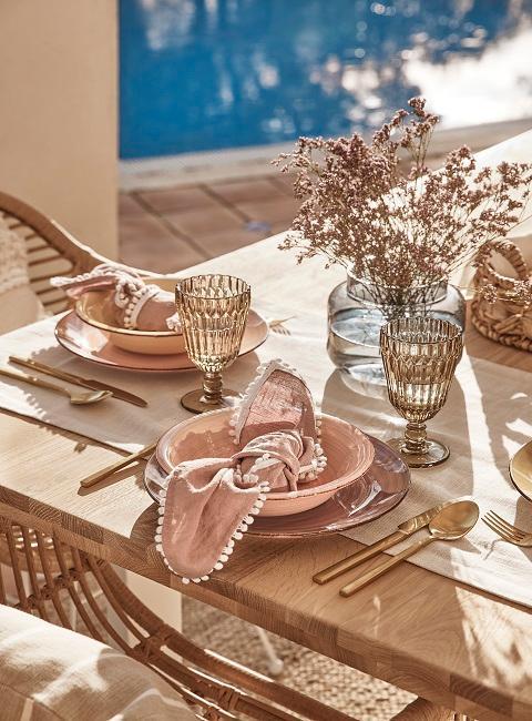 Trendige Tischdeko für draußen