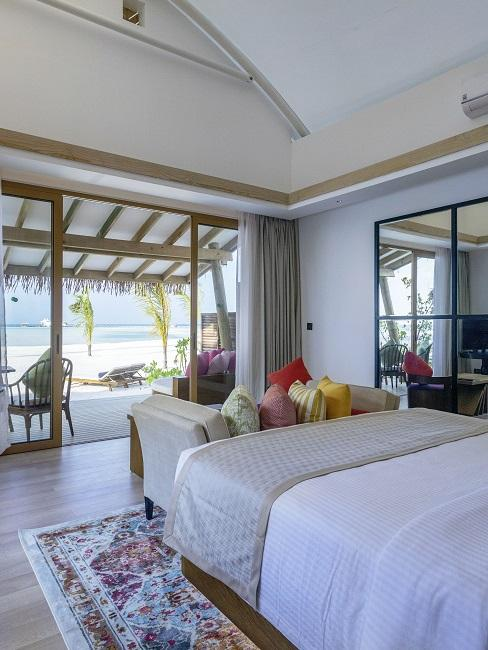 Honeymoon Reisen Cinnamon Hakuraa Huraa Maldives Zimmer innen