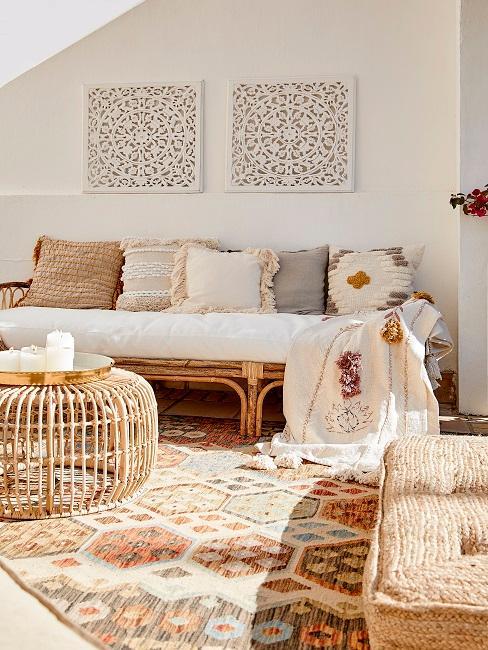Sitzecke auf einem orientalischen Teppich